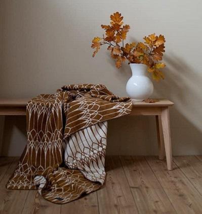 Mjuka bomullsfilten Abbey i brunt, från Design Lina Johansson - DGB Örsbäck